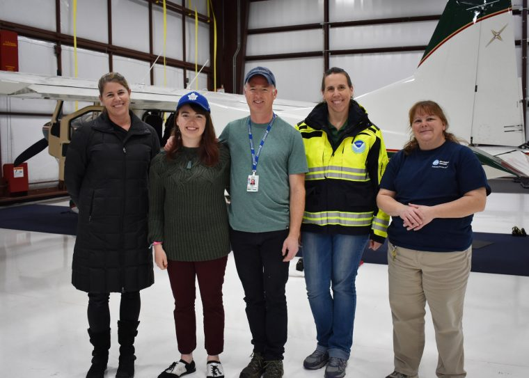 group of Aquarium rescuer, NOAA rescuers, and volunteer pilots