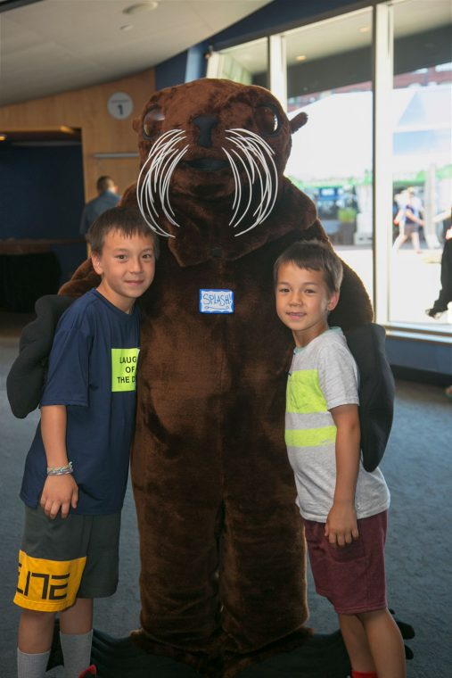 kids with fur seal mascot