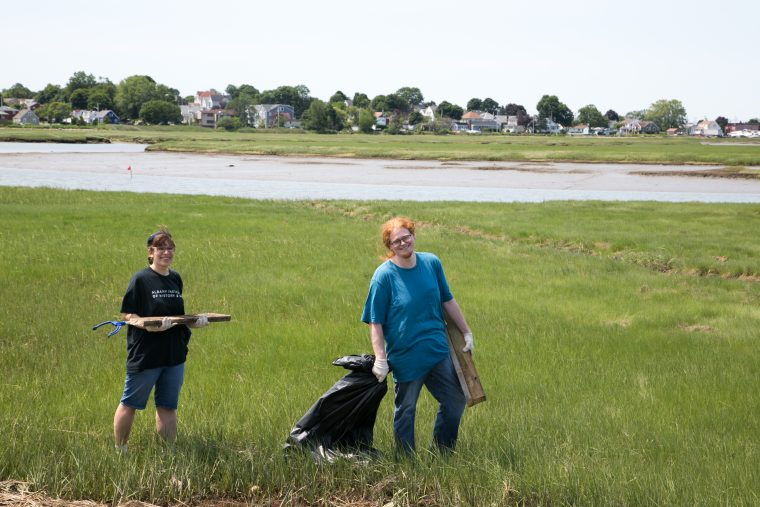 people at Belle Isle cleanup